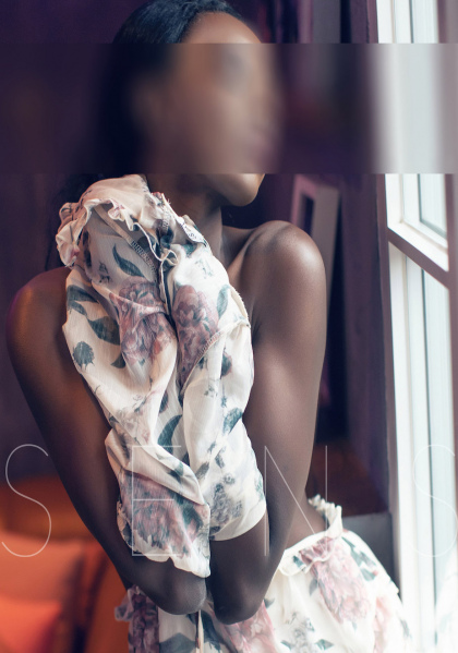 Lilien_dark-escort-model